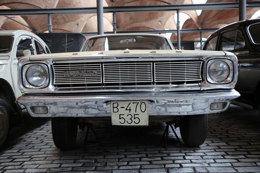 Dodge Dart 270 Barreiros. Сделано в Испании_перед