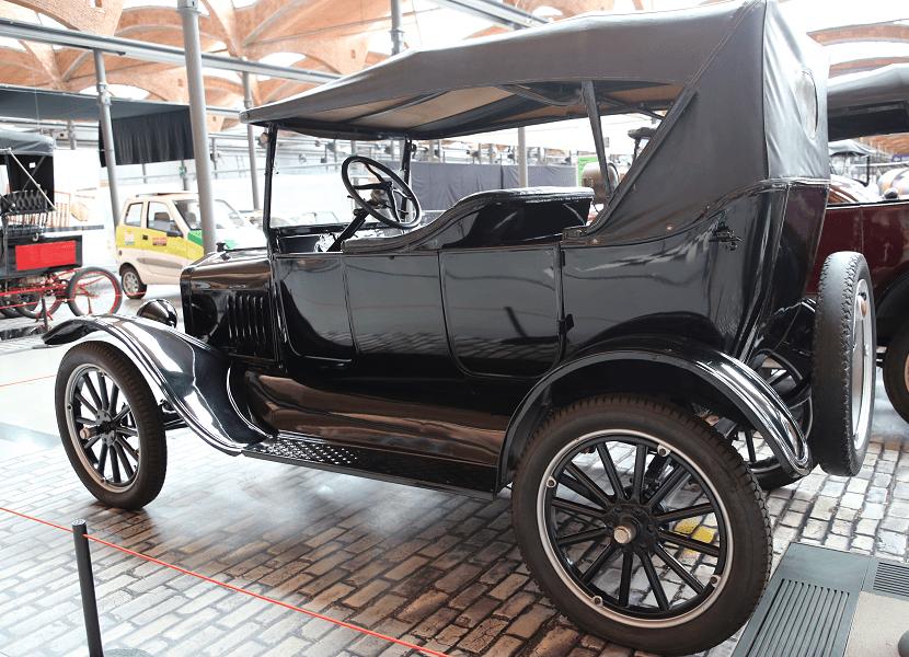 Годы производство: 1908-1927 Сделано в США Мощность: 20 л.с. Макс. скорость: 75 км/ч Мотор: 2892 к.с.; 4 цилиндра Расход топлива: 20 л/100 км Данная модель: Политехнический музей Каталонии
