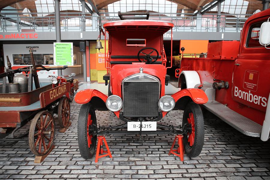 Ford T : camion de pompiers de Catalogne_secours_DANGERS_ vehicules_automobiles_voitures_retro_ancien