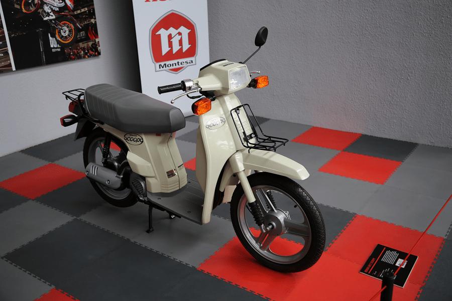 Honda SH75 Scoopy. Белая версия