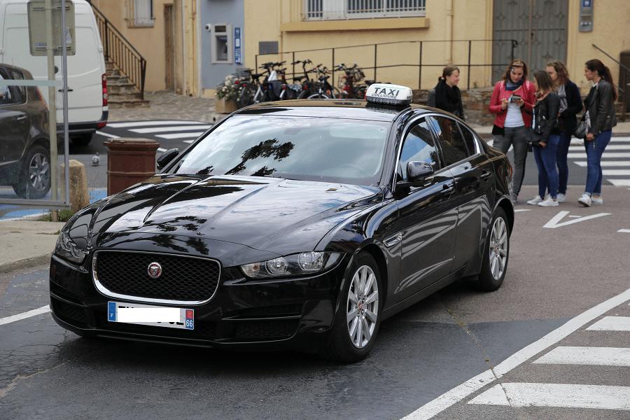 Jaguar XE. Черное такси Коллиура_перед автомобили спорткары скорость