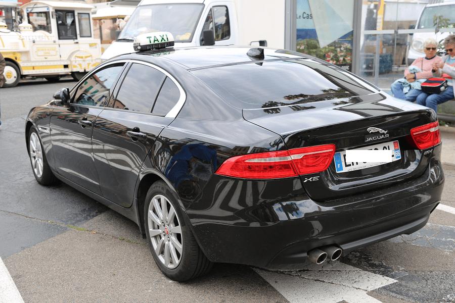 Jaguar XE. Черное такси Коллиура зад