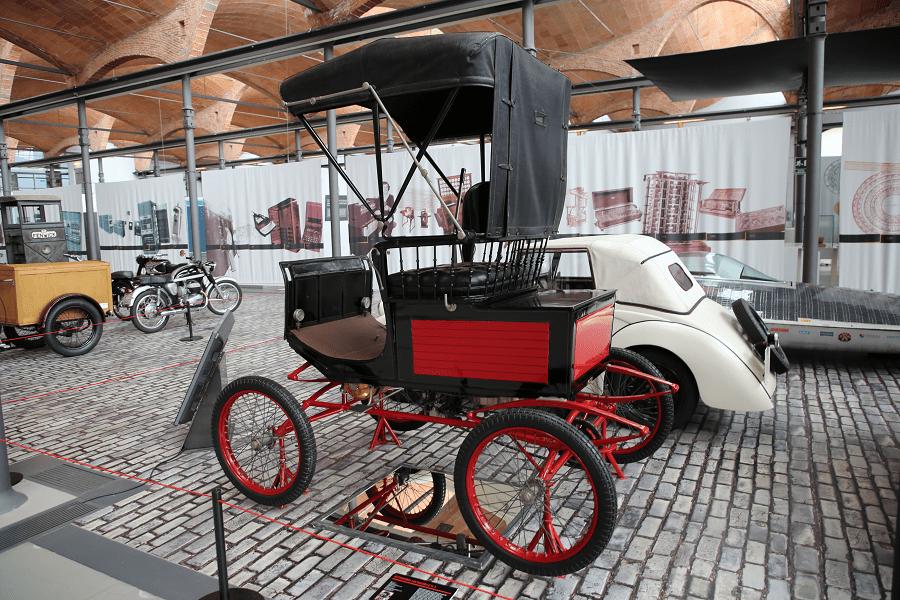 Locomobile H-3. Сделано в США_красная и черная версия_цвет