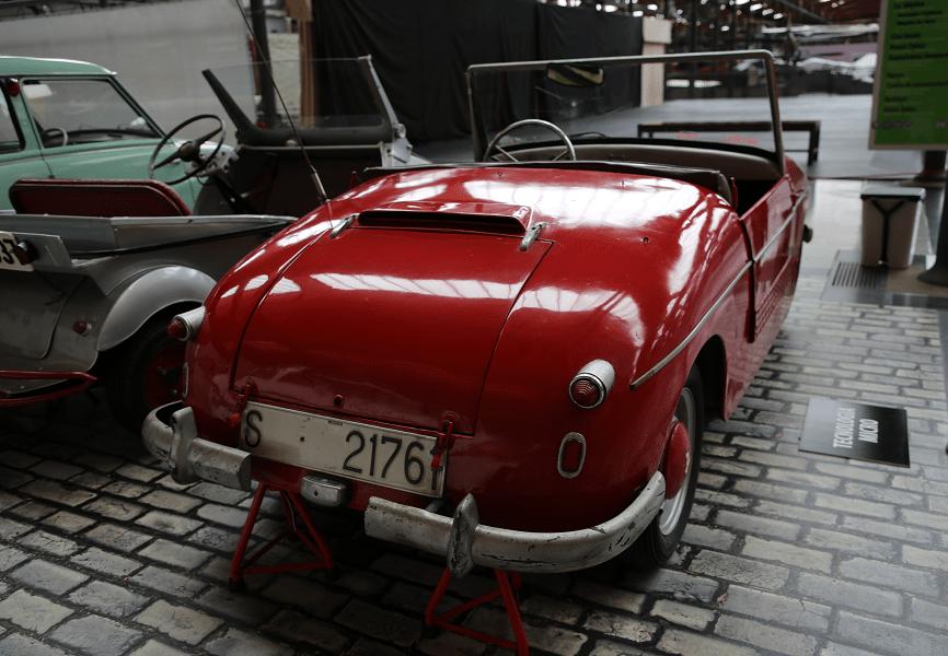 PTV 250. Красная версия_вид сзади_Модель 1959 года Сделано в Каталоний (вМанресе) Мотор: 250 к.с. Мощность: 11 л.с. Макс. скорость: 75 км/ч