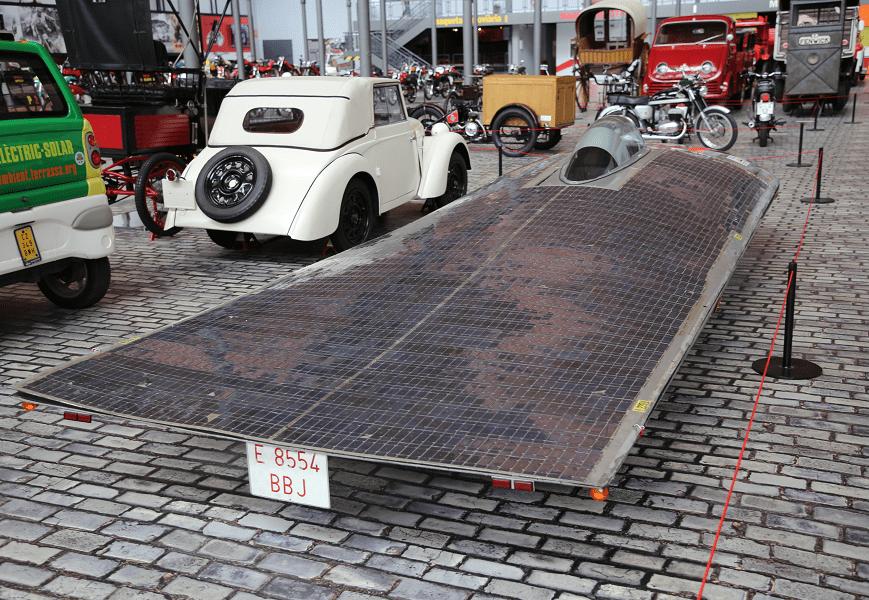 Прототип автомобиля_спорткара на солнечной батарее