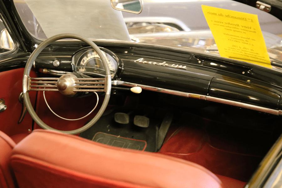 Simca Week-End 1954 года. Черная версия_руль