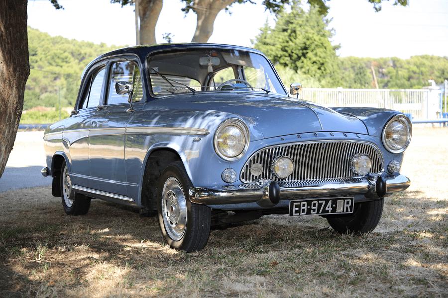 Simca Aronde P60 de 1960. Couleur bleue_vue de cote droit