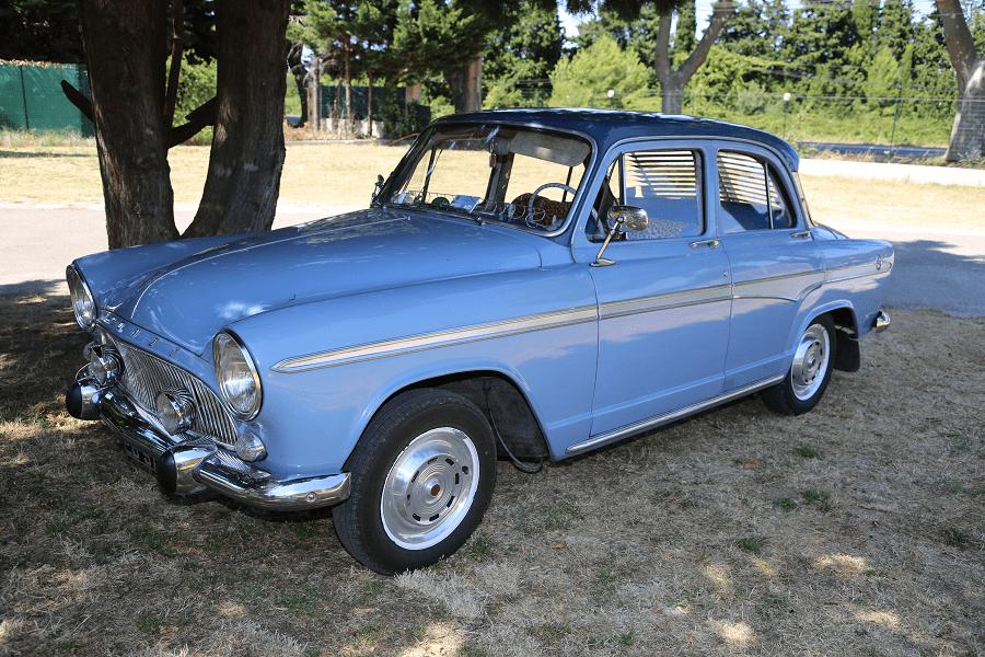 Simca Aronde P60 de 1960. Couleur bleue_vue de cote gauche