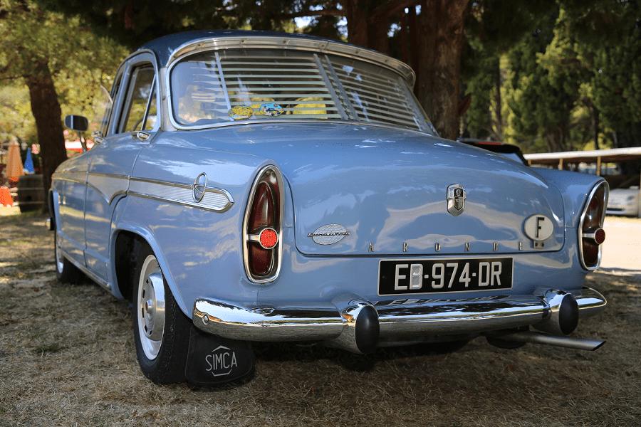 Simca Aronde P60 de 1960. Couleur bleue_vue de derriere