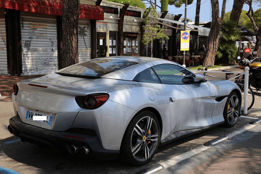Ferrari Portofino Гербалайф. Серая версия в городе Антиб