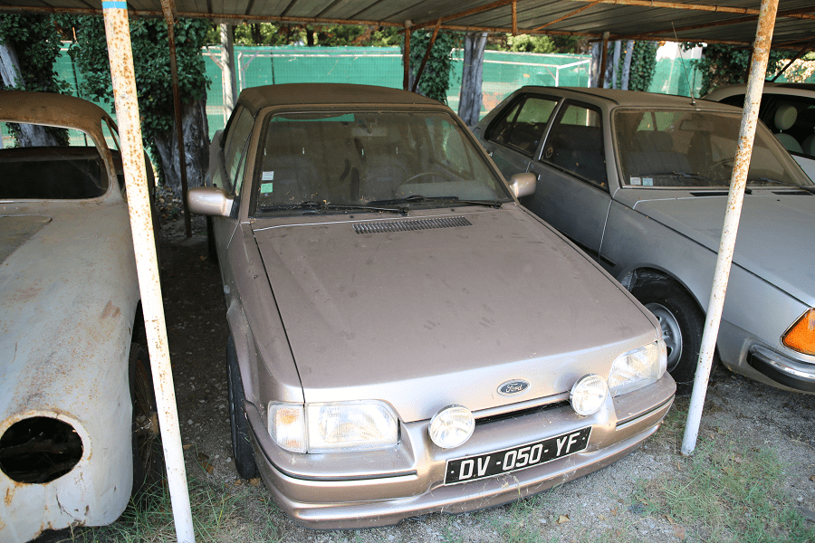 Автомобиль Ford Escort XR 3i_перед
