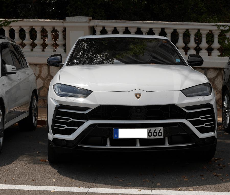 Lamborghini Urus. Couleur blanche_666