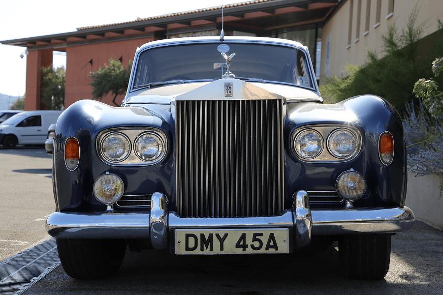 Rolls-Royce Silver Cloud III àSaint-Tropez transport vehicules luxe automobiles voitures