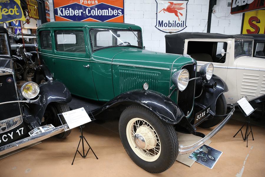 Зеленый Ford ANF Coach образца 1932 года
