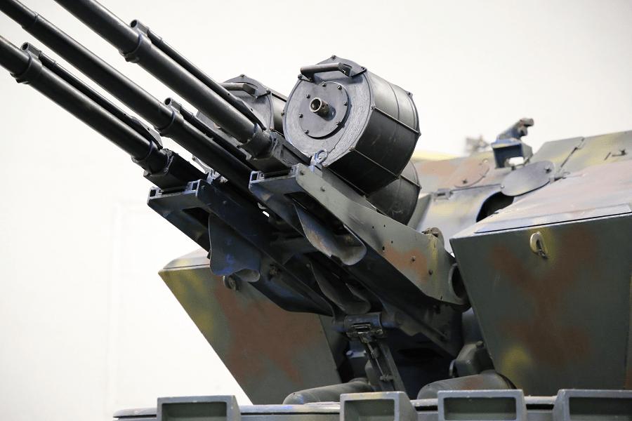 БОВ 3 с тремя 20-мм зенитными пулеметами Oerlikon