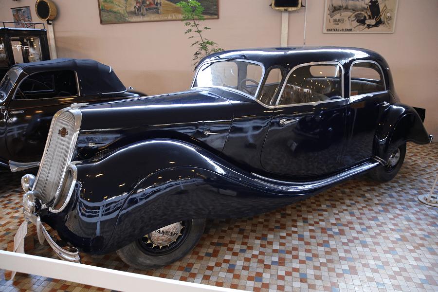 Черный Panhard & Levassor X77 образца 1936 года