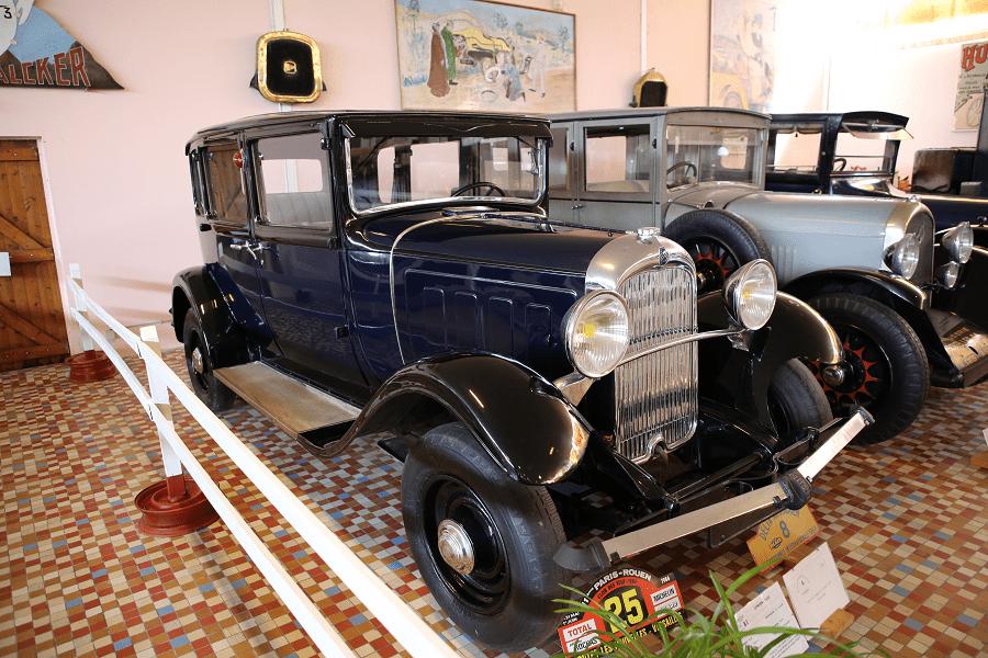 Синий Citroën C4 G образца 1933 года