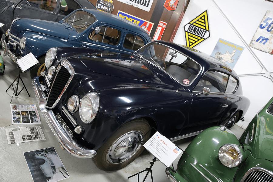 Синяя Lancia Aurelia B 20 GT Coupe образца 1952 года