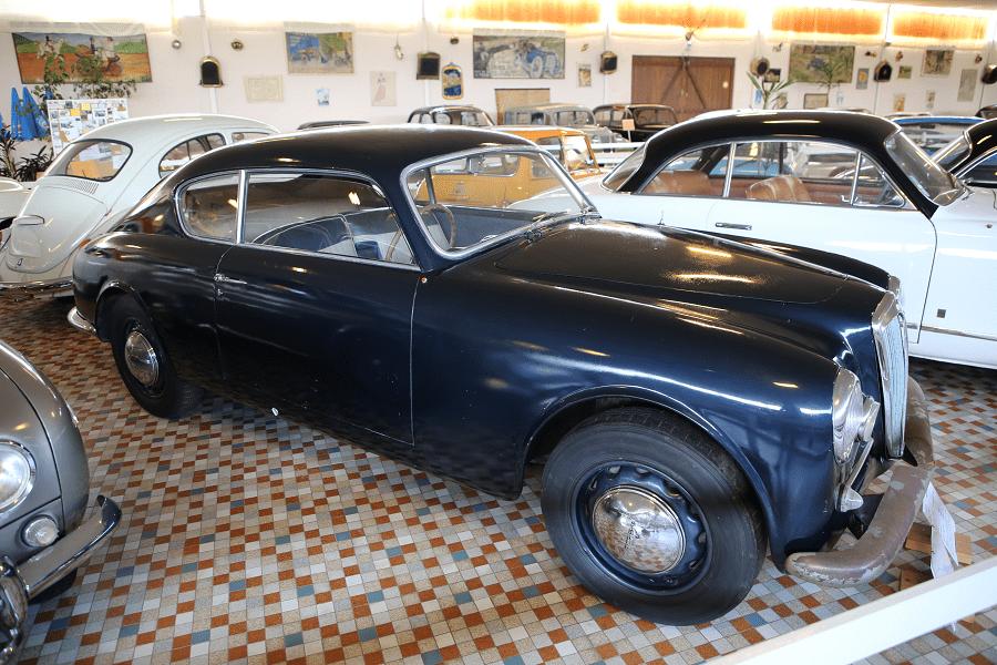 Синяя Lancia Aurelia B20 GT Coupe образца 1954 V6
