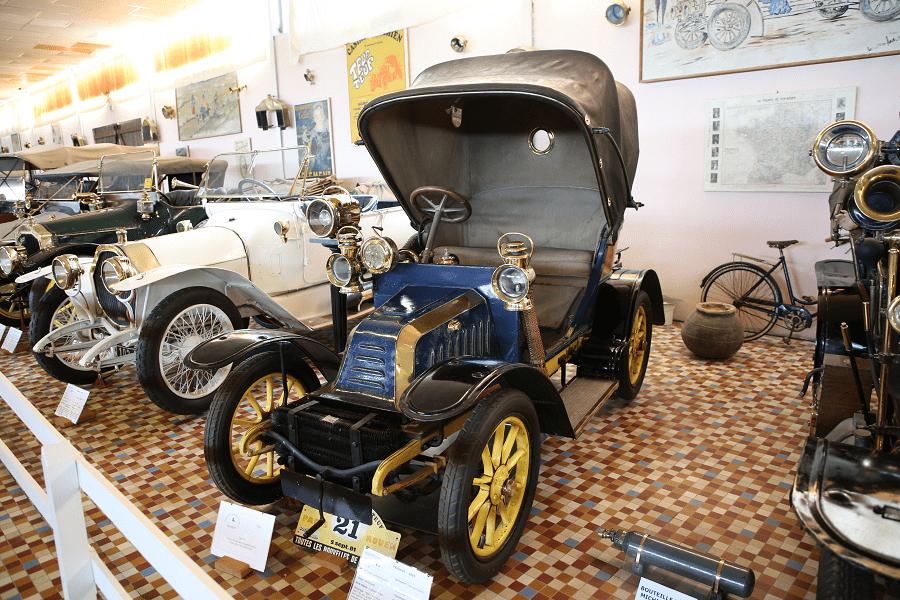 Синий Peugeot VA образца 1905 года