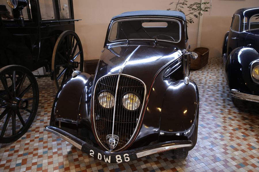 Коричневый Peugeot 202 BH образца 1948 года
