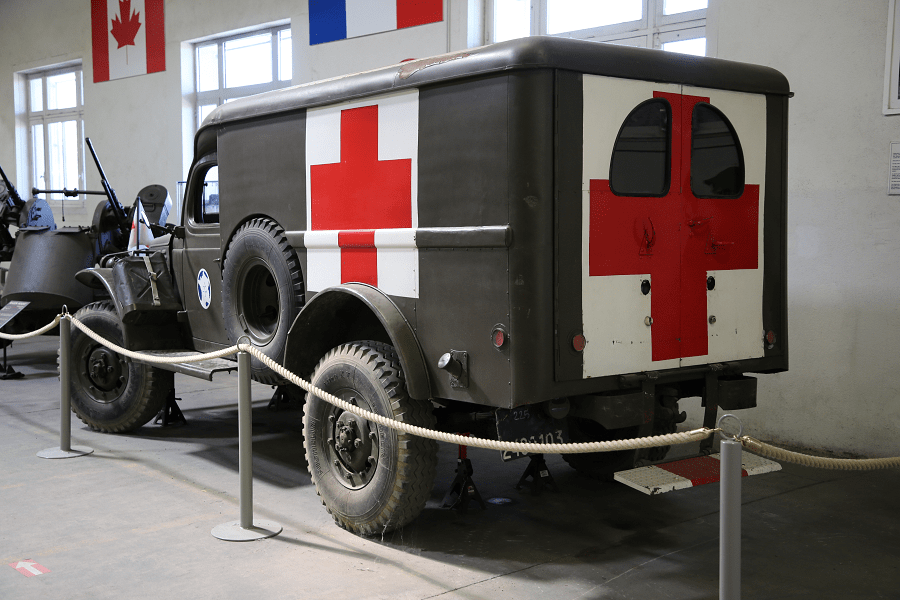 Скорая помощь Dodge WC 56 времен Второй Мировой войны