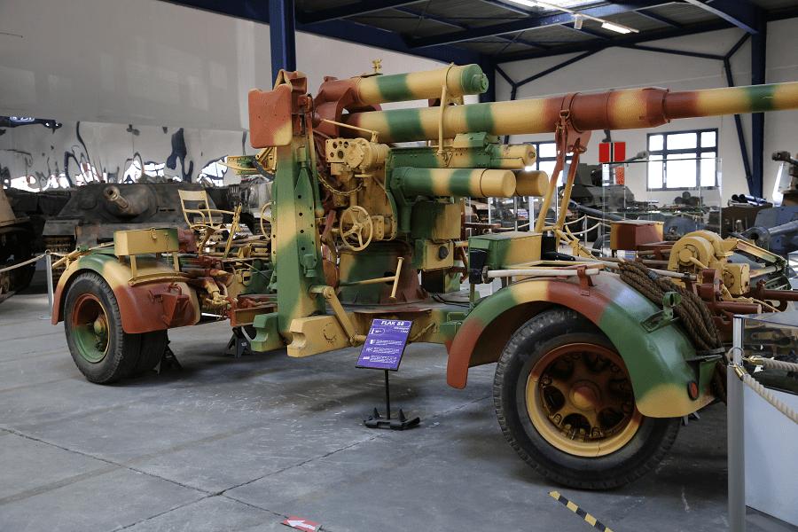 8,8 см Flak 18/36/37 / - немецкое 88-мм зенитное и противотанковое артиллерийское орудие