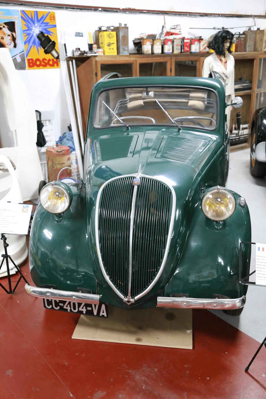 Зеленая Simca 5 с четырьмя цилиндрами, 569 куб.см