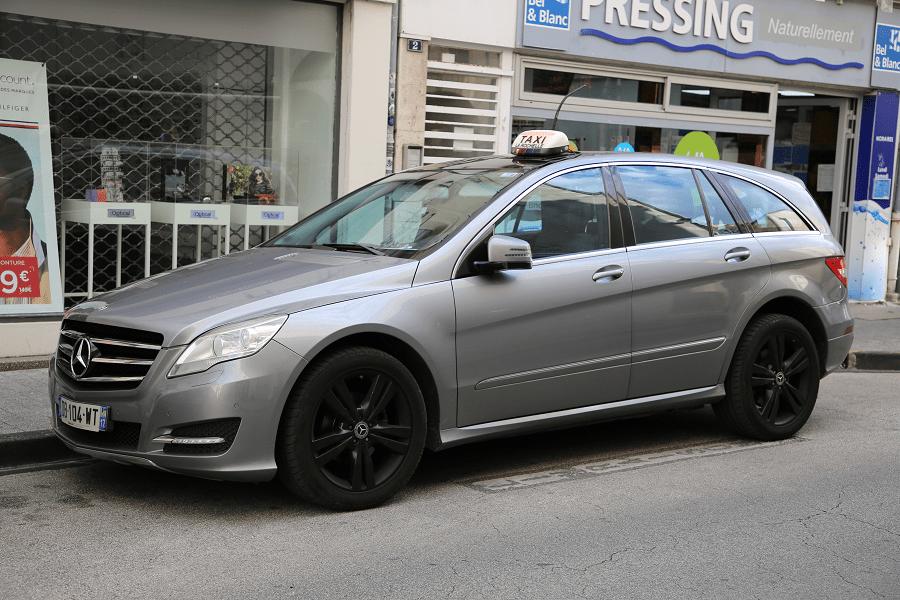Серый Mercedes-Benz R 350 CDI: версия такси