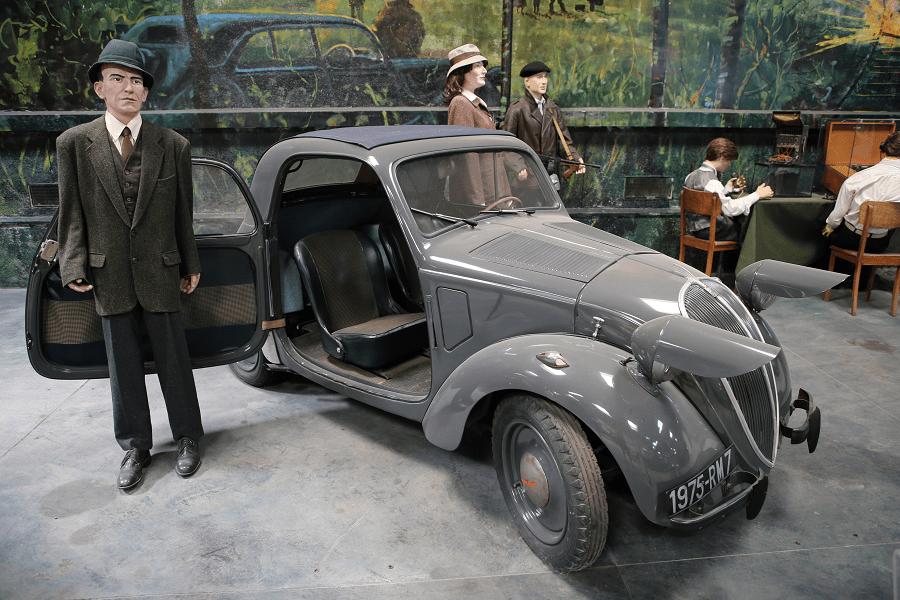Серая Simca 5. Сделано во Франции