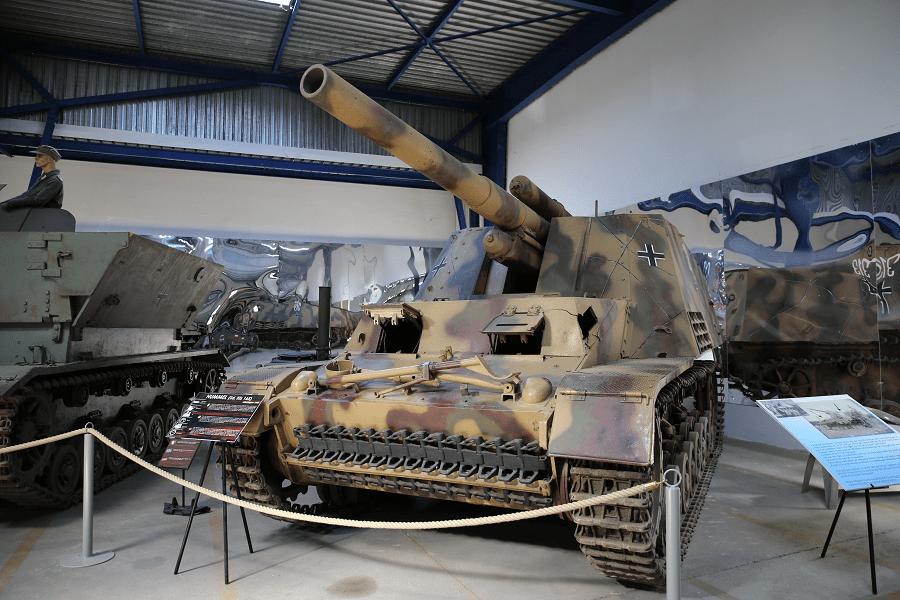 Sd. Kfz. 165 Шмель - самоходная артиллерийская установка вермахта Второй Мировой Войны
