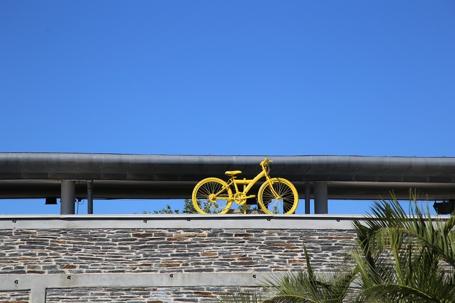 Tour de France 10 (2020). Bicycles installations.yellow