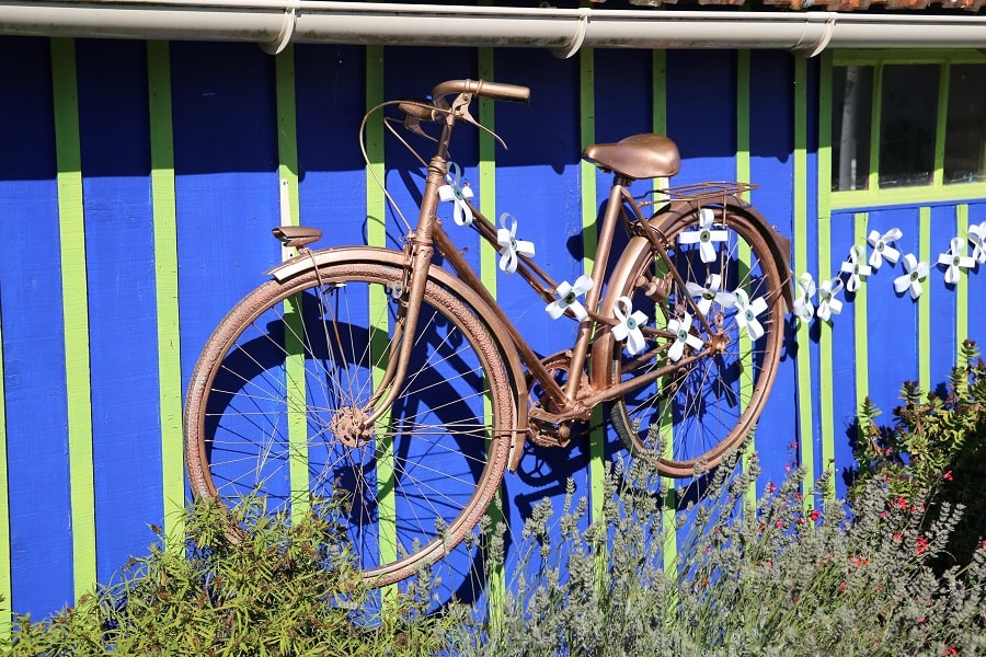 Tour de France 10 (2020). Bicycles installations. wedding