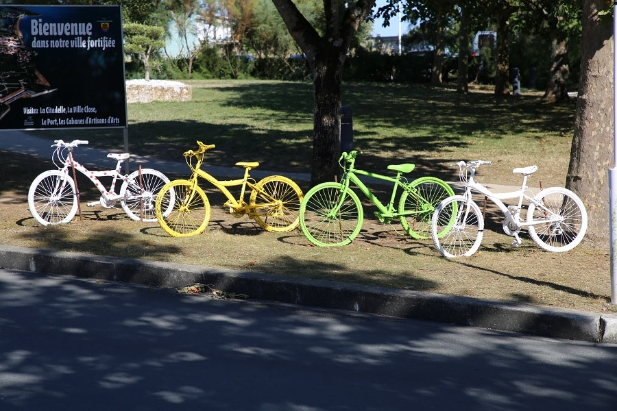 Tour de France 10 (2020). Bicycles installations. photos