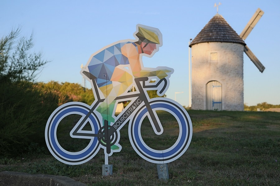 Tour de France 10 (2020). Bicycles installations. tourism