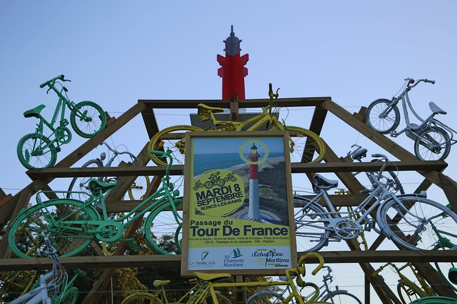Tour de France 10 (2020). Bicycles installations. sky ads
