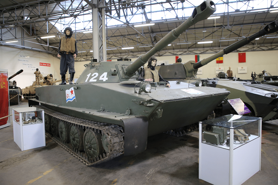ПТ-76 - советский легкий плавающий танк (модель 1952 года)