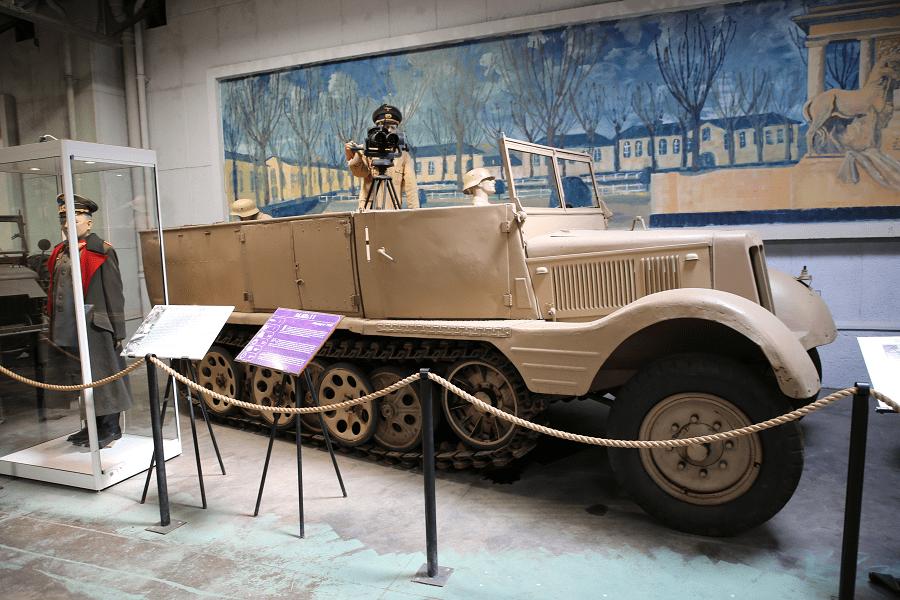 Sd.Kfz. 11 - немецкий полугусеничный артиллерийский тягач периода Второй мировой войны