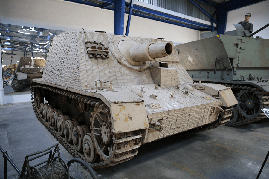 Sturmpanzer IV (Sd. Kfz. 166) - немецкое бронетанковое орудие поддержки пехоты