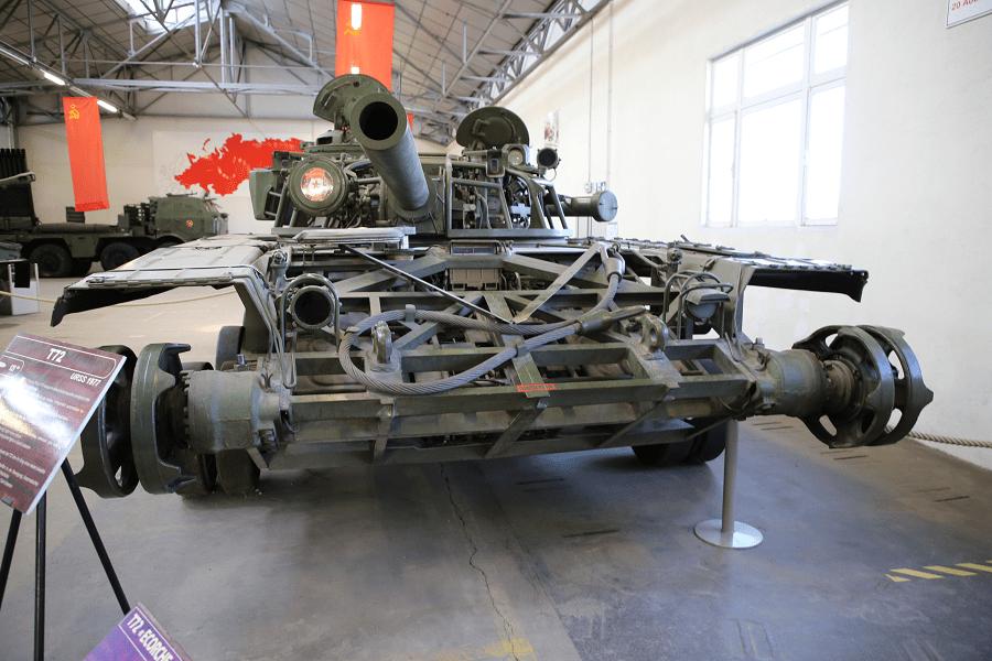 Советский основной боевой танк Т 72 - скелет