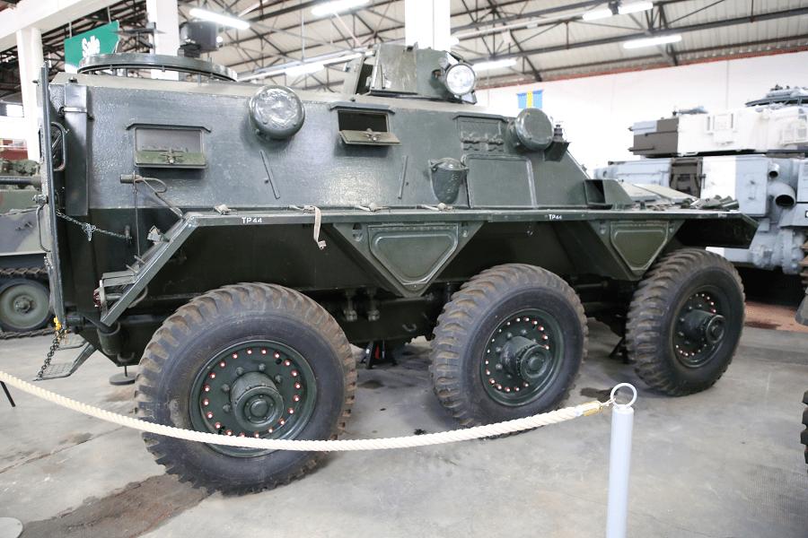 Британский FV603 Saracen - шестиколесный бронетранспортер, построенный компанией Alvis