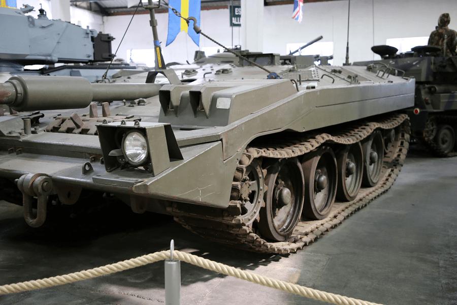 Шведский Stridsvagn 103 танк - основной боевой танк с неподвижным орудием, перемещаемым за счет захвата гусениц