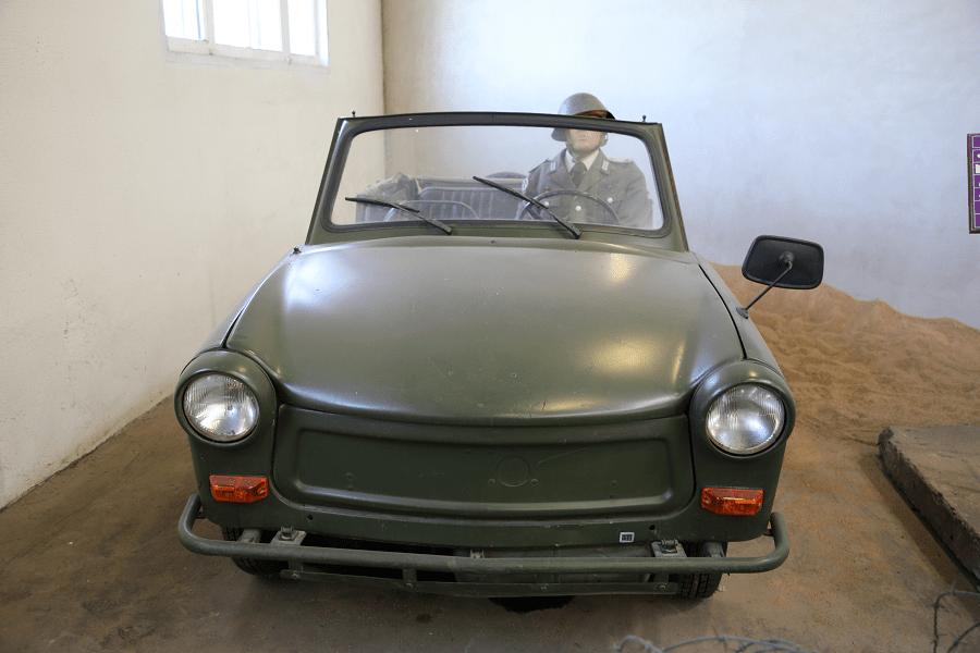 Военная версия Trabant 601 использовалась для патрулирования Берлинской стены