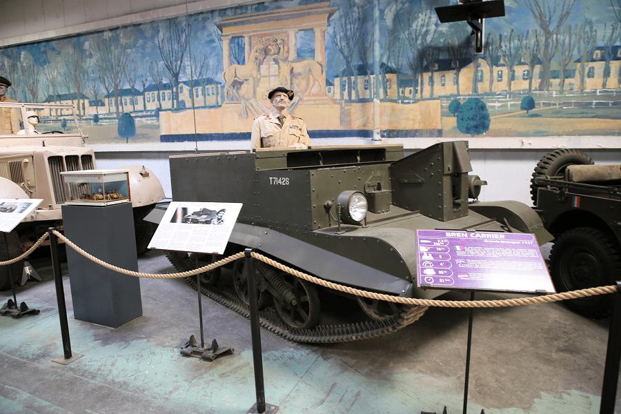Vickers Bren Gun - легкий бронированный гусеничный тягач