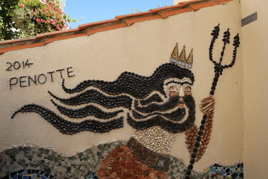 Квартал Иль Пенот в городе Ле-Сабль-д'Олон и его мозаики из ракушек