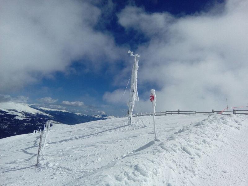 Коронавирус и лыжи: маска будет обязательной для подъемников и зон ожидания горнолыжных курортов