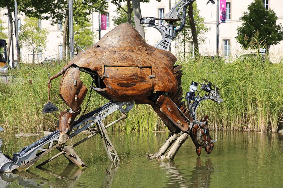 Парк гидравлических животных- главный туристический объект Ла-Рош-сюр-Йон