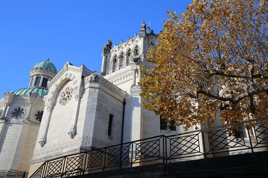 Монастырь Ар-сюр-Форман и пресвитерия Сен-Кюре д'Ар