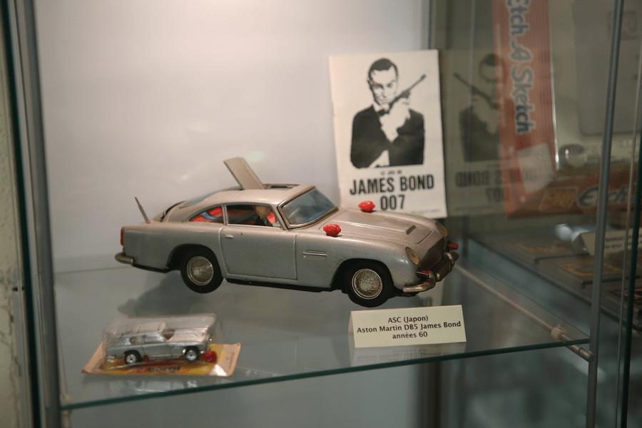 Aston Martin DB5 Джеймса Бонда. Сделано ASC (Япония, 1960-е)