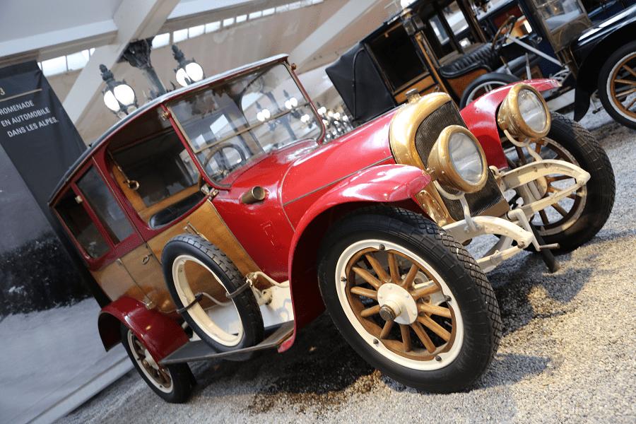 Benz Coupé Chauffeur Type GR. Couleur rouge_histoire_caracteristiques